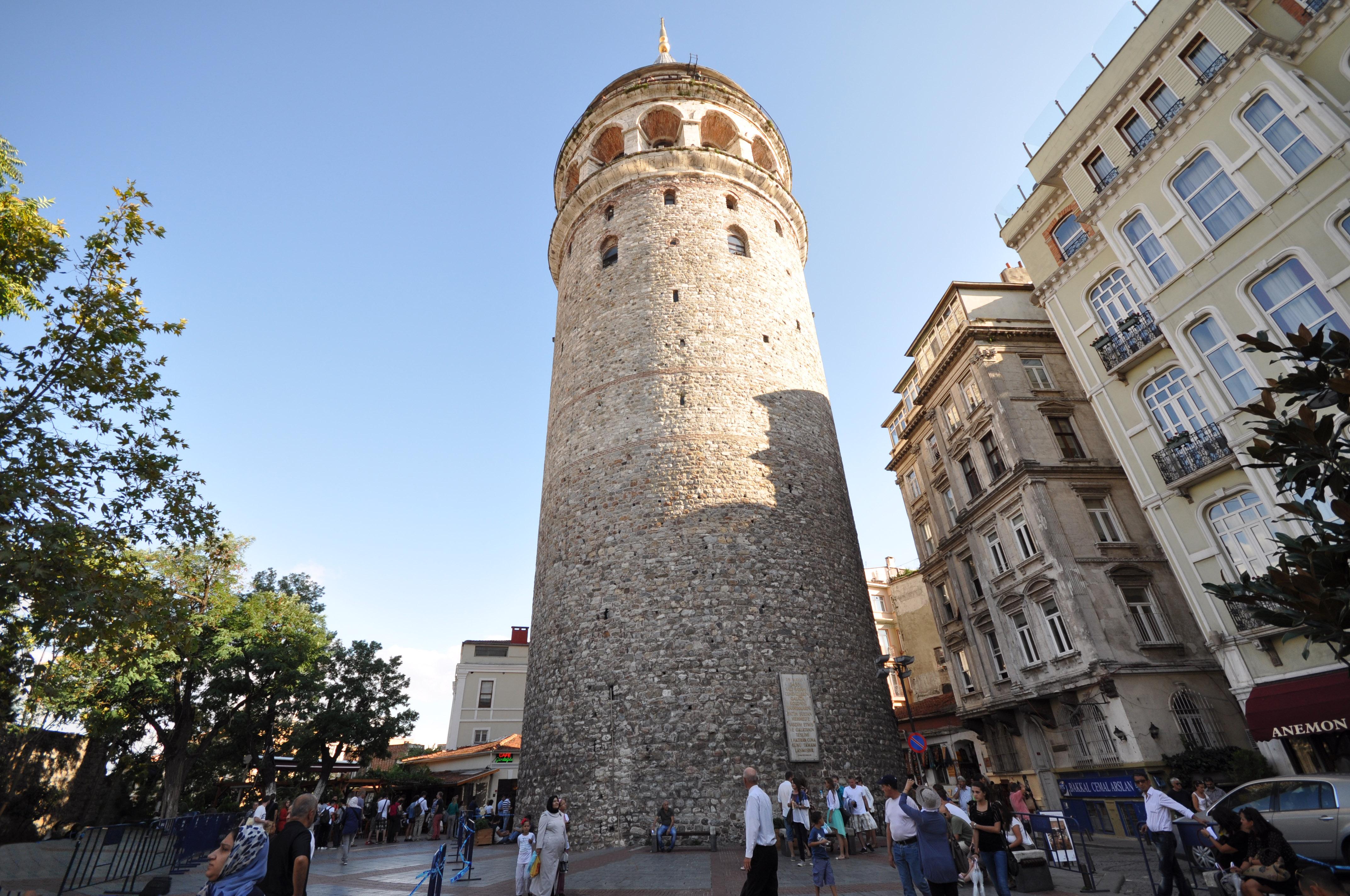 Galata_Tower_(67m.)