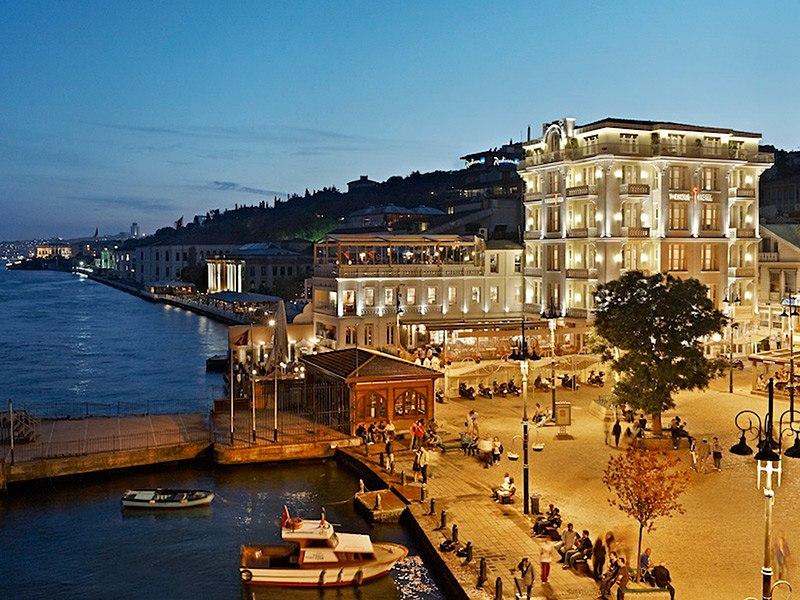 item0-size-house-hotel-bosphorus-istanbul-turkey-113930-5_52912a38aacdb